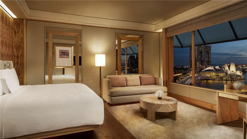 Deluxe Marina guestroom